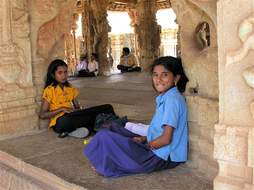 Girls_on_a_field_trip_in_Hampi